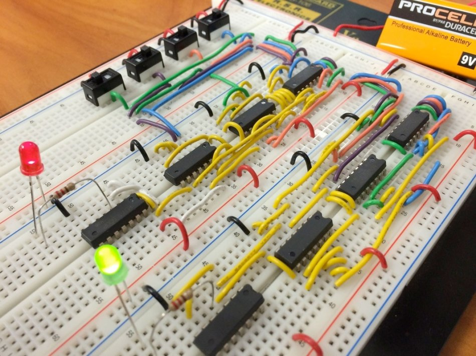 photo of a solderless breadboard and DIP/leaded components